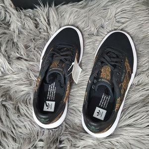 Shoes - New adidas unisex shoes men5/women7